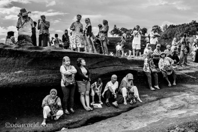 Tanah Lot Temple Crowds Bali photo Ooaworld