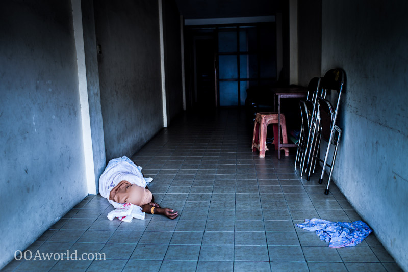 Photo Yogyakarta Sleeping Bare Floor Indonesia Ooaworld