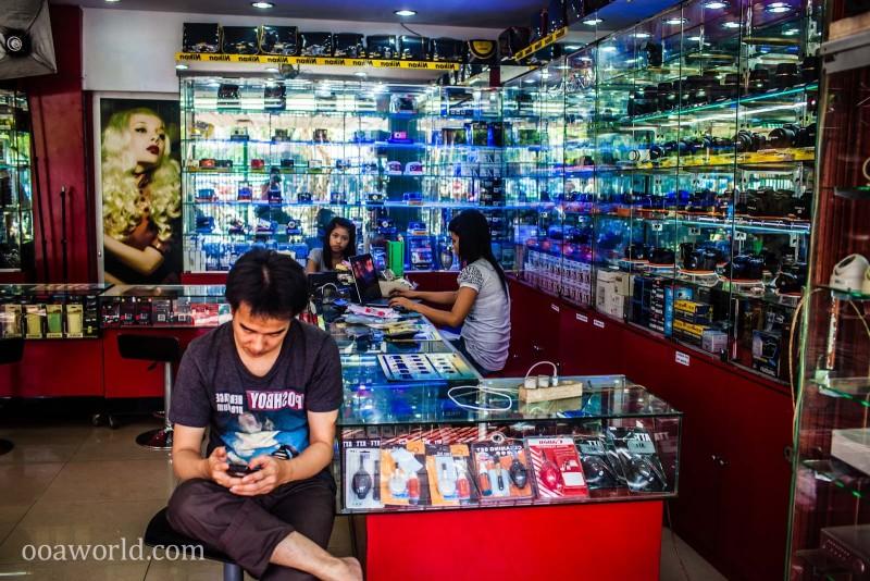 Electronics Shopping Jakarta Indonesia Photo Ooaworld