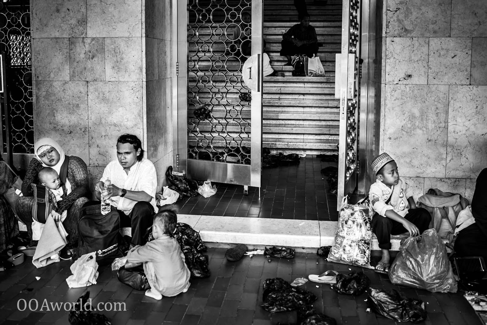 Masjid Istiqlal Entrance Jakarta Indonesia Photo Ooaworld