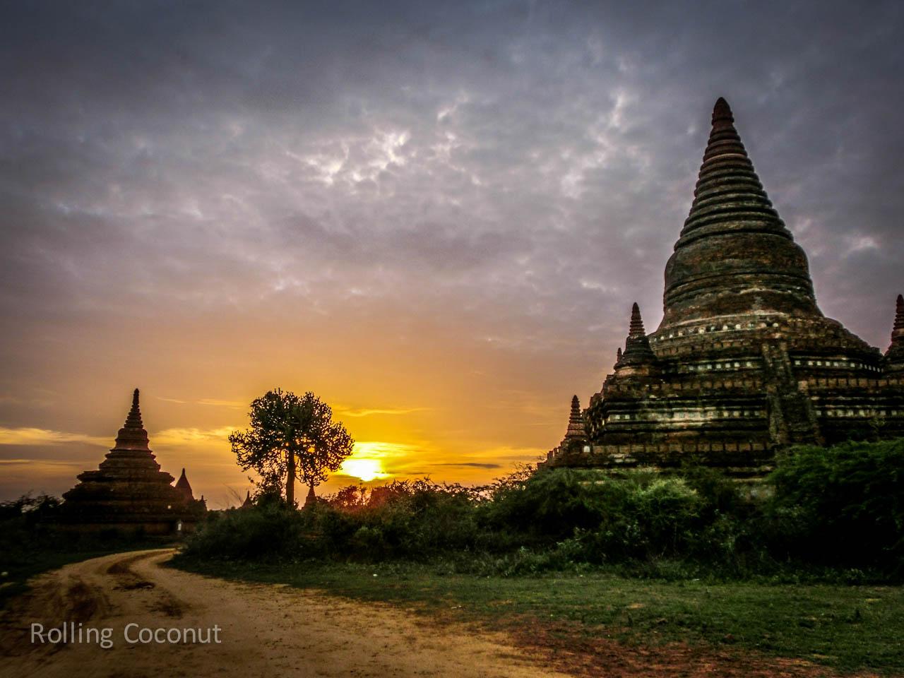 Puple Orange Sunset Stupa Bagan Myanmar Ooaworld Rolling Coconut Photo Ooaworld