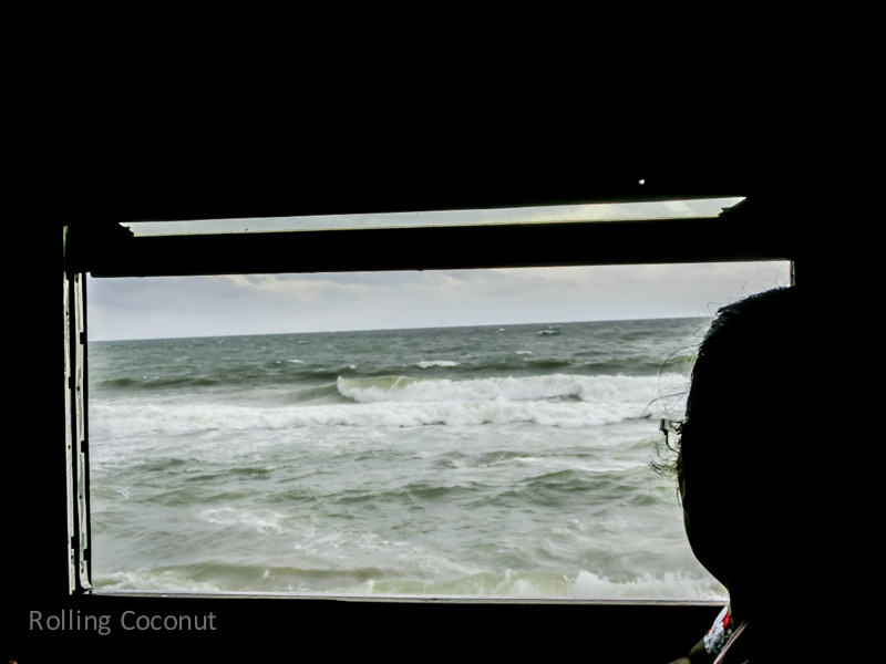 Galle Train View Ocean Sri Lanka ooaworld Rolling Coconut Photo Ooaworld