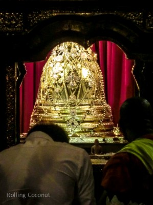 Kandy Temple of the Tooth Line to View Tooth Relic Sri Lanka ooaworld Rolling Coconut Photo Ooaworld