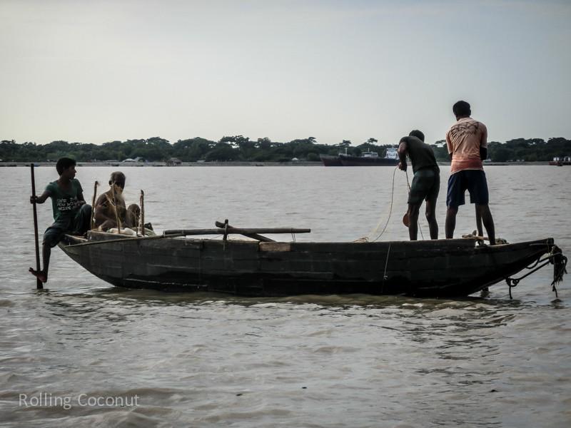 Bangladesh Mongla Sundarbans Fishermen ooaworld Rolling Coconut Photo Ooaworld