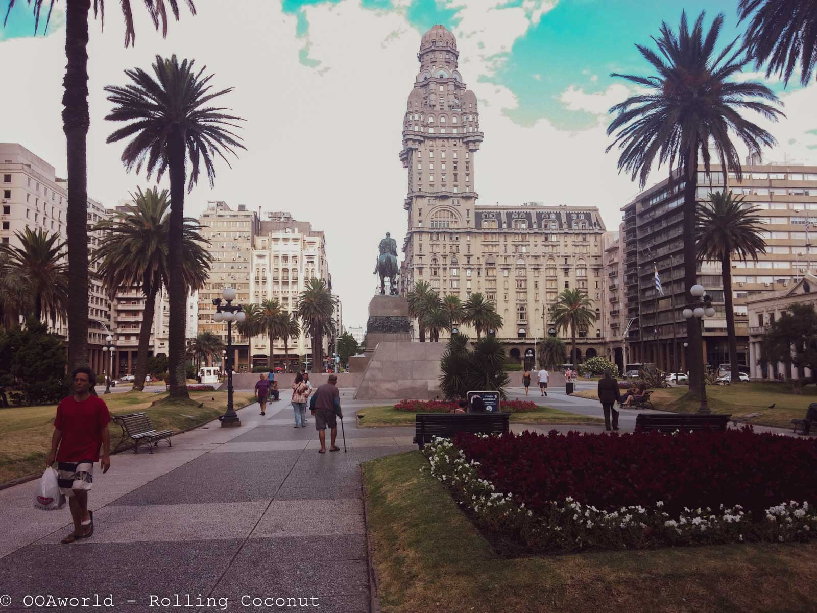 Plaza de Independencia Photo OOAworld Rolling Coconut
