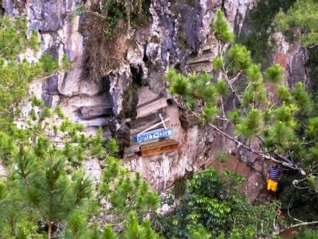 hanging coffins sagada philippines photo ooaworld rolling coconut