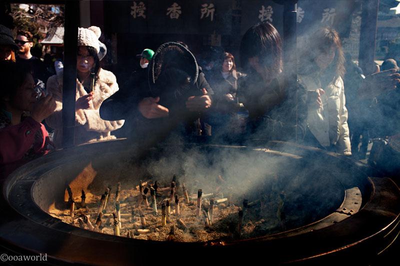 tokyo japanese prayer photo ooaworld