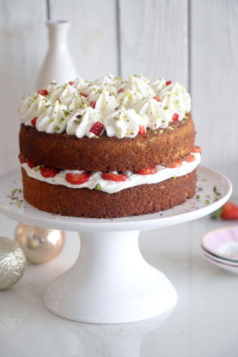 עוגת פיסטוק עם קרם מסקרפונה ותותים