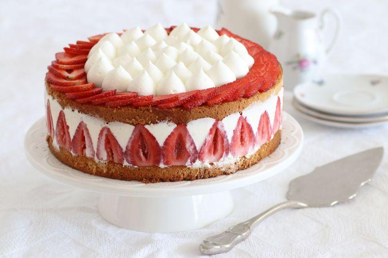 עוגת פריזייה תותים קלאסית