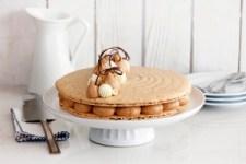 coffee_hazelnut_and_white_chocolate_macaron_cake-s