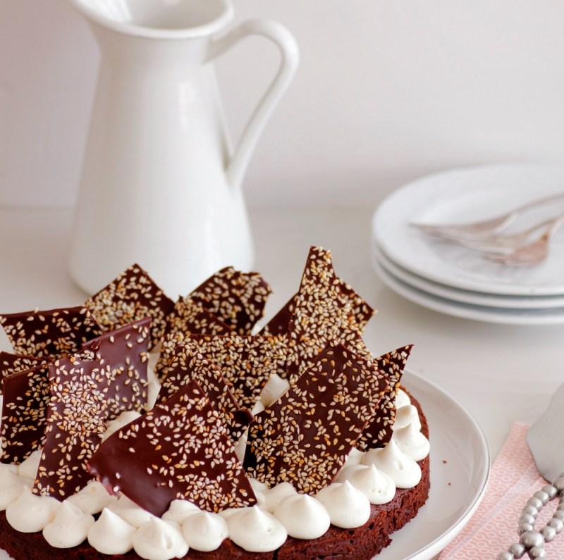 עוגת בראוני שוקולד, פקאן וקפה עם קרם חלבה