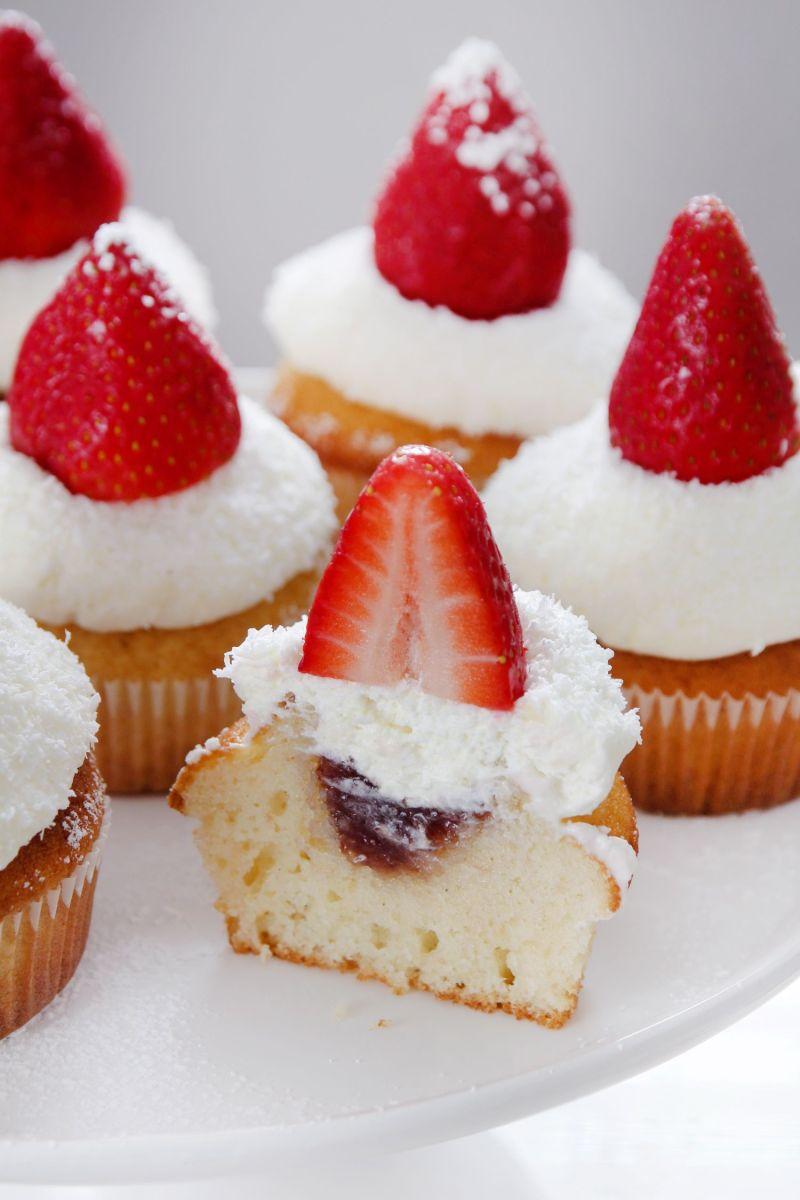 קאפקייקס תותים ושוקולד לבן