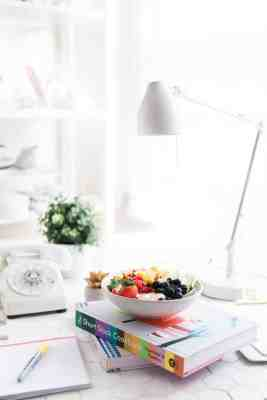 10 Healthy Staples To Keep At The Office