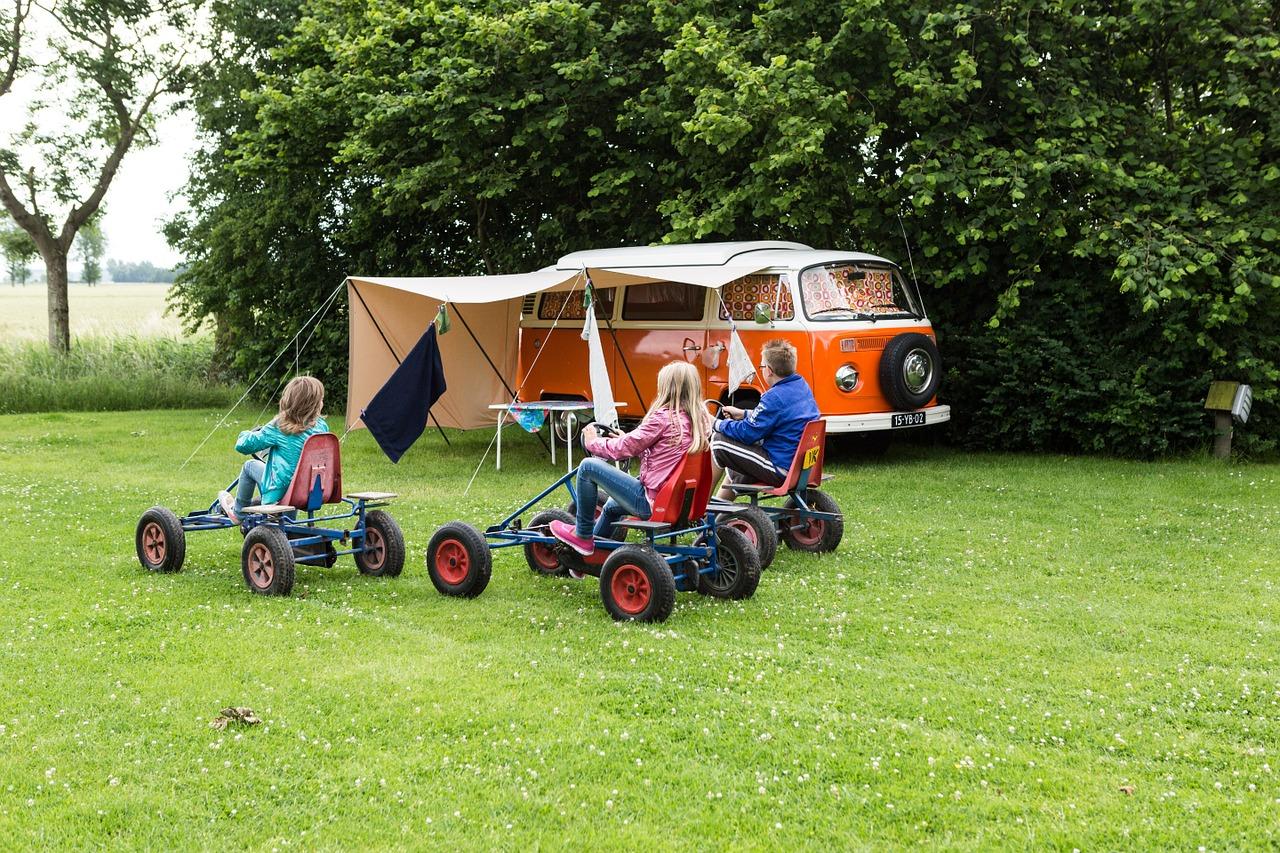 Camping en famille : 4 astuces pour bien réussir