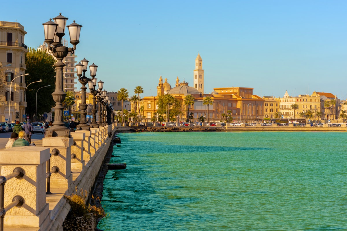 The Municipality of Bari has officialised the introduction of this new mode of working and is looking to experiment with innovative ICT solutions that enable the management of Smart Work and of employees within a specific framework