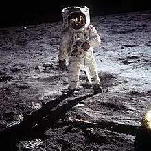 Tito Stagno ricorda la Luna.