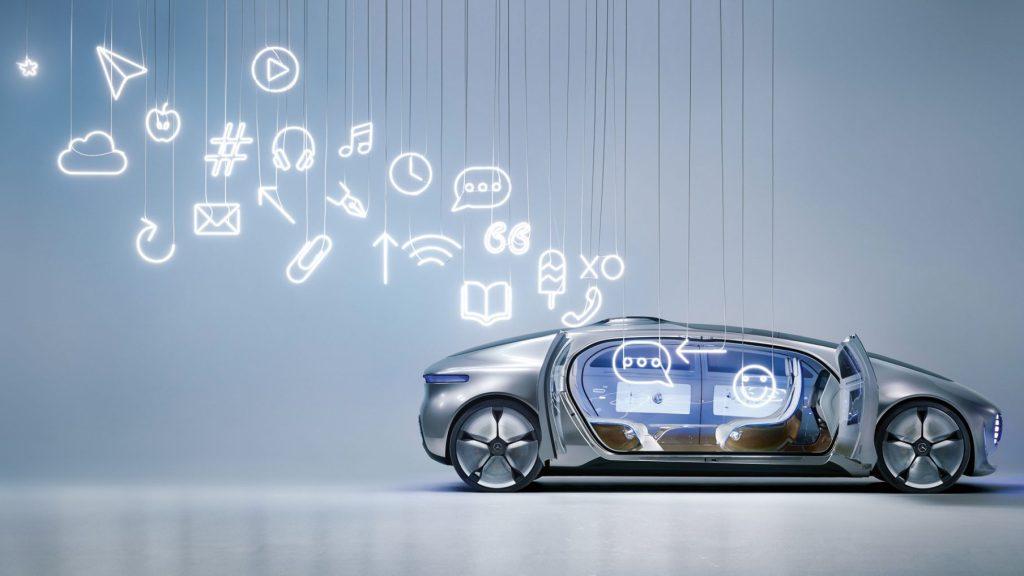 Mit fünf spektakulären Installationen hat Sarah Illenberger den Mercedes-Benz F015 Luxury in Motion in Szene gesetzt. Die renommierte Künstlerin arbeitete dabei im Spannungsfeld zwischen technologischer Zukunft und künstlerischer Handarbeit. Mit den Installationen übersetzte Illenberger die faszinierenden Eigenschaften des F015 in eine ausdrucksstarke Bildwelt, die dem Betrachter die Mercedes-Benz Vision vom autonomen Fahren näherbringt. Die Motive machen den Sprung in die neue Ära des Fahrens und die damit verbundenen Veränderungen begreifbar. Dabei wird automobile Ingenieurs- und Designleistung im besten Sinne zu Kunst. ; Sarah Illenberger has drawn attention to the Mercedes-Benz F015 Luxury in Motion by producing five spectacular installations. To do this, the renowned artist had to work between the poles of technological future and artistic handiwork. With these installations, Illenberger has translated the fascinating features of the F015 into an expressive pictorial world that brings the observer closer to the Mercedes-Benz vision of autonomous driving. The subjects take the leap into the new era of driving, rendering the associated changes touchable and comprehensible. This process sees automotive engineering and design achievements becoming art in the best sense of the word.;