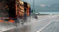 """DAL FATTO QUOTIDIANO Le scorie d'acciaieria dell'Ilva di Taranto potranno essere usate in tutta Italia. Sotto le strade, nelle massicciate ferroviarie, come materiale di riempimento per le bonifiche e i recuperi ambientali. E cambierà anche la normativa di riferimento per stabilire se quegli scarti industriali sono pericolosi e inquinanti oppure no. Lo prevede un emendamento al decreto Ilva, presentato dai senatori Alessandro Maran (Pd) e Aldo Di Biagio (Fli) e già approvato in commissione lo scorso 19 febbraio. Dunque parte integrante del testo che sarà votato con la fiducia alla Camera il 3 marzo. """"Un passepartout per le acciaierie […]"""