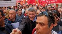 """La Fiom in piazza contro il Jobs Act, per combattere la precarietà e contro """"l'attacco ai diritti"""". """"Pensiamo di avere più consenso di quello che ha il governo"""": ha detto il leader della Fiom, Maurizio Landini, arrivando in piazza per la manifestazione organizzata dal sindacato """"Non siamo in piazza per difendere cose che non ci sono più, anche perché ci hanno tolto tutto – ha aggiunto -. E Renzi stia tranquillo, non siamo qui contro di lui, ma abbiamo l'ambizione di proporre idee per il futuro dell'Italia"""". Una processione per il futuro dell'Italia Landini a braccetti di Renzi Facebook […]"""