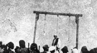 """da Wikipedia.org Guerra Italo-turca e sue conseguenze Penitenziario delle isole Tremiti, distribuzione del pane Il 23 ottobre 1911, nel corso della battaglia di Sciara Sciatt per la conquista di Tripoli, due compagnie di bersaglieri italiani, composte da circa 290 uomini, furono accerchiate e, dopo la resa, annientate nei pressi del cimitero di Rebab dai militari ottomani e irregolari libici. Quando i bersaglieri italiani riconquistarono l'area del cimitero scoprirono che quasi tutti i prigionieri erano stati trucidati, secondo la relazione ufficiale italiana """"molti erano stati accecati, decapitati, crocifissi, sviscerati, bruciati vivi o tagliati a pezzi""""[6]. Analogo resoconto fu fatto dal […]"""