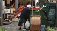 Caro Operai Contro, in Italia 3,4 milioni di poveri sono scomparsi. A dirlo è l'istituto di statistica europeo Eurostat, che però non dice dove sono finite queste 3,4 milioni di persone che sarebbero uscite dalla povertà. Che siano diventate ricche vincendo tutti alla lotteria di capodanno non è possibile. Che abbiano trovato un occupazione più stabile e con salari più alti, è da escludere, lo dice il dilagare in ogni campo e settore dell'occupazione precaria. L'unica spiegazione plausibile della sparizione di 3,4 milioni di poveri, è dovuta al cambiamento dei parametri usati per definire e rilevare il livello di […]