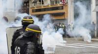 Gli operai francesi non si sono lasciati ingannare dalle promesse di Macron e dei padroni francesi. Dalla comune di Parigi gli operai e i lavoratori francesi non hanno avuto e non hanno paura di scontrarsi con esercito e polizia dei padroni. Sconfitti e massacrati sono sempre ridiscesi in campo. Dopo molte settimane i padroni non sono riusciti a fermarli Primi scontri a Parigi fra i gilet gialli e la polizia. La polizia ha lanciato gas lacrimogeni e i manifestanti hanno dato fuoco ad alcuni cassonetti. A piccoli gruppi, da Montmartre, i gilet gialli sono ora in diversi quartieri di […]