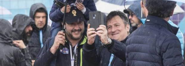 """Volevo scrivere sui decreti sicurezza di Salvini. Mi perdevo continuamente nel criticare i vari articoli che impongono una serie di nuove catene e nuove minacce ai poveri Cristi Poi mi sono chiesto a chi Salvini doveva assicurare la sicurezza. Non doveva certo assicurare la sicurezza a chi non ha niente, ma doveva assicurare la sicurezza a chi possiede qualcosa, a chi è proprietario. Allora l'azione di Salvini è diventata chiara Prima di tutto di fronte alla miseria degli """"italiani"""" doveva trovare dei nemici a cui dare la colpa: i migranti. Salvini è contro i migranti perchè è convinto che […]"""