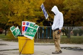 """Dopo 40 giorni di sciopero gli operai valutano i risultati, quasi il 50% vota NO. Il malcontento nei confronti degli azionisti di GM e dei capi sindacali della UAW si manifesta forte. La necessità di un nuovo sindacalismo operaio è nei fatti. Nel centro tecnico di Warren, nel Michigan, in cui per la maggior parte ci sono i """"lavoratori"""" ingegneri, l'85% è stato a favore dell'accordo. Mentre nell'enorme complesso di assemblaggio in Spring Hill, nel Tennessee, l'accordo è stato bocciato con 51% di NO e 49% di SI. Qui i """"lavoratori"""" tecnici e specializzati (skilled trades) che hanno votato […]"""