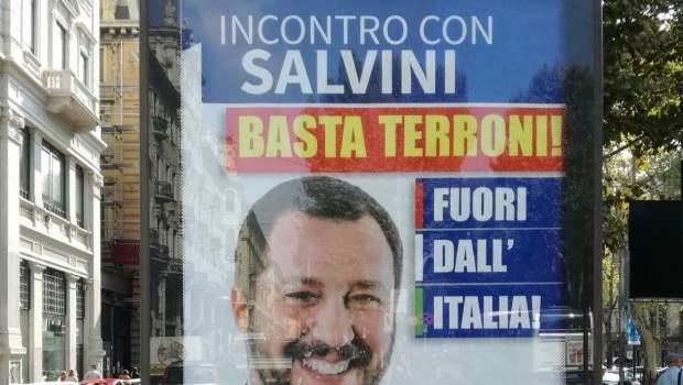 """Dalla guerra ai """"terroni"""" a quella ai migranti. In 10 anni Salvini e i suoi scagnozzi hanno cambiato i soggetti della loro propaganda razzista. I voti gli servono anche se vengono dai meridionali che definivano """"parassiti, fannulloni e puzzolenti"""""""