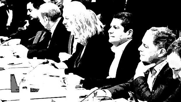È da Settembre che la piattaforma  sul contratto nazionale dei metalmeccanici è stata presentata alla controparte. Che fine ha fatto? Sul salario a che punto siamo? Nel segreto delle stanze stanno già preparando il solito accordo bidone prendere o lasciare? Sarebbe ora di fargliela finire.