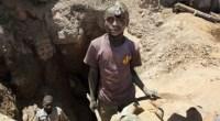Il cobalto è un elemento base per la produzione delle nuove batterie. Estratto nelle miniere del Congo per le grandi industrie cinesi americane ed europee vi lavorano centinaia di migliaia di minatori di cui una buona parte bambini.