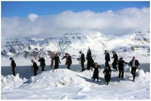 NOSO Nord-Norsk Opera og symfoniorkester på konser, fotoshoot og videoinnspilling på Svalbard. Longyerabyen. Båttur og Gruve 7 og Frølageret ... Foto: Yngve Olsen Sæbbe