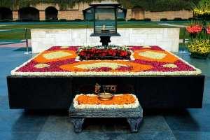 Rajghat i New Delhi, Indien markerar platsen där Gandhi kremerades 1948.