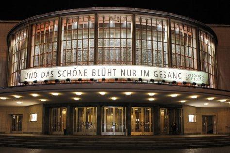 Schilller Theater bei Nacht, Fotografie von Thomas Bartilla