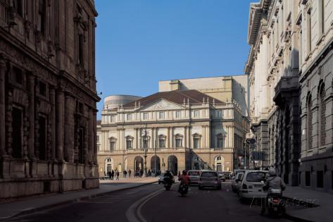 Blick auf das Opernhaus Teatro alla Scala nach der Renovierung 2004 Fotograf: Botta Mario © Allposters