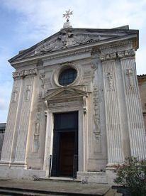 250px-Aventino_s_Maria_del_Priorato_facciata