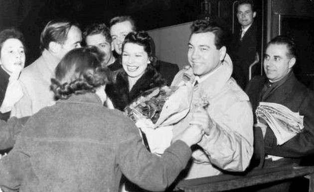 Lanza arriving in London, January 1958, for the beginning of his European concert tour. Photo courtesy of Armando Cesari.
