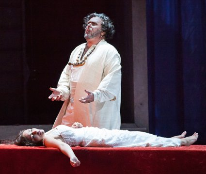 OTELLO 22 STANDING OVER DESDEMONA BODY (425)