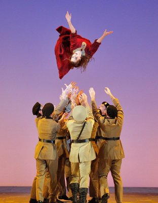 sf-aida-400-dancers-acrobat