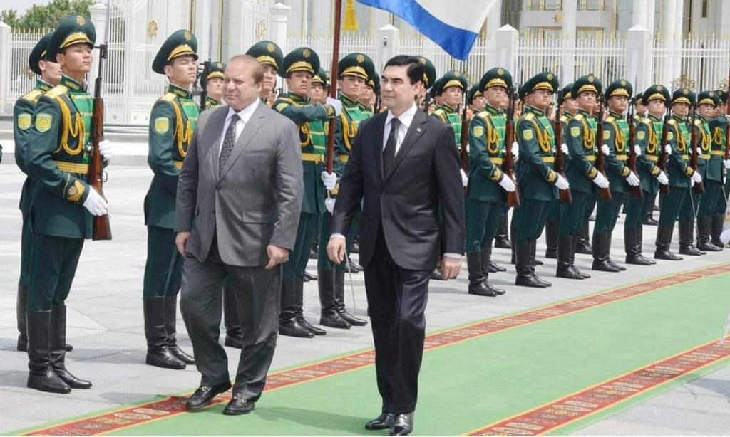 Prime Minister Muhammad Nawaz Sharif and President of Turkmenistan, Berdimuhamedov Gurbanguly Malikgulyevich inspecting guard of honour at Presidential Palace, Ashgabat, Turkmenistan on May 20, 2015.
