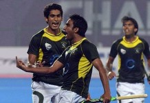 Middle finger by Pakistani hockey players after Champions Trophy victory over India