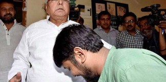 Kanhaiya touches Lalu's feet