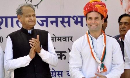 Ashok Gehlot with Rahul Gandhi during an election rally at Rajasthan in 2014