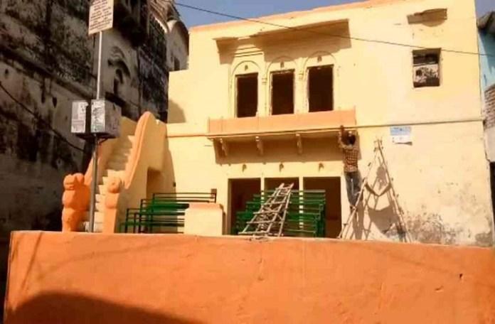 Barsana painted Saffron ahead of CM Yogi's visit to celebrate Lathmar Holi