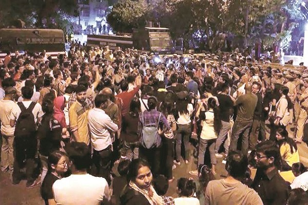 JNU protester seriously injures police officer during one of their 'agitations'