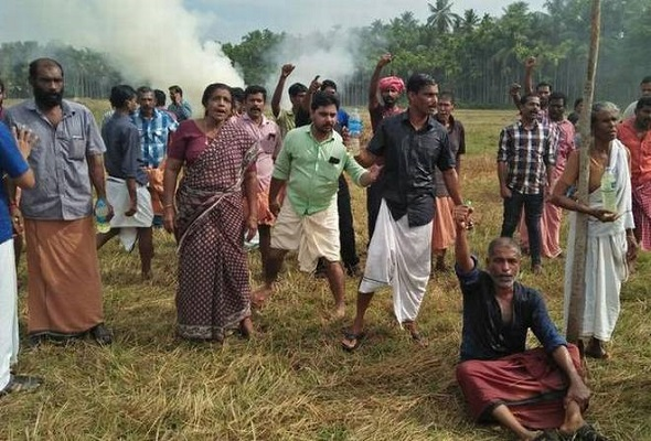 CPM burns venue of protesting farmers in Kerala soon after supporting farmers march in Maharashtra