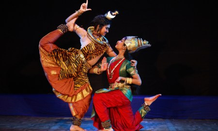 Image source http://natyanjalidancefestival.blogspot.in/2013/03/the-shiva-parvati-spectacle-in-part.html