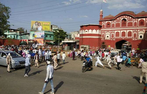 Thousand strong mob goes on a rampage in MP's Burhanpur after Friday's Namaz prayers