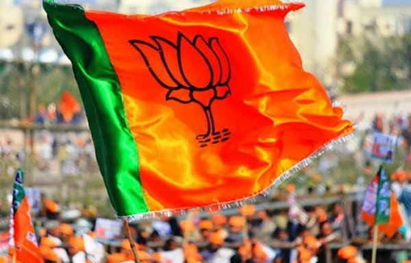 SP supporters abuse and assault Muslim BJP worker following their victory in Noorpur