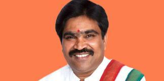 R Shankar garlanded M Visvesvaraya statue